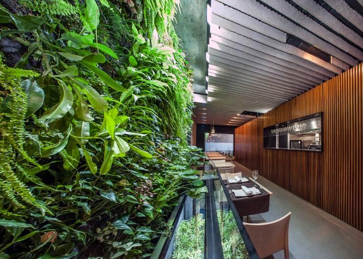 Restaurantes de estilo  por GreenerLand. Arquitectura Paisajista y Tematización