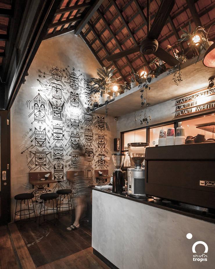 Ritual Coffee & Boutique Seminyak:  Dinding by Studio Tropis