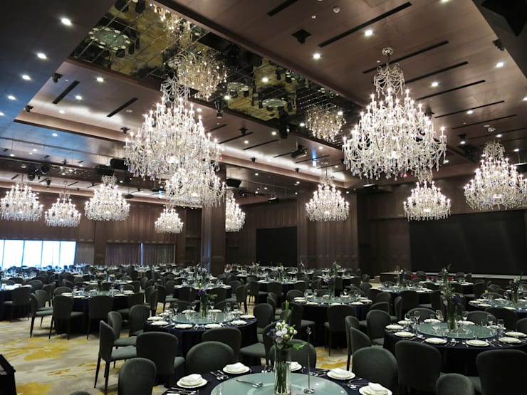 Crystal Chandelier:  辦公空間與店舖 by ABOON custom lightings