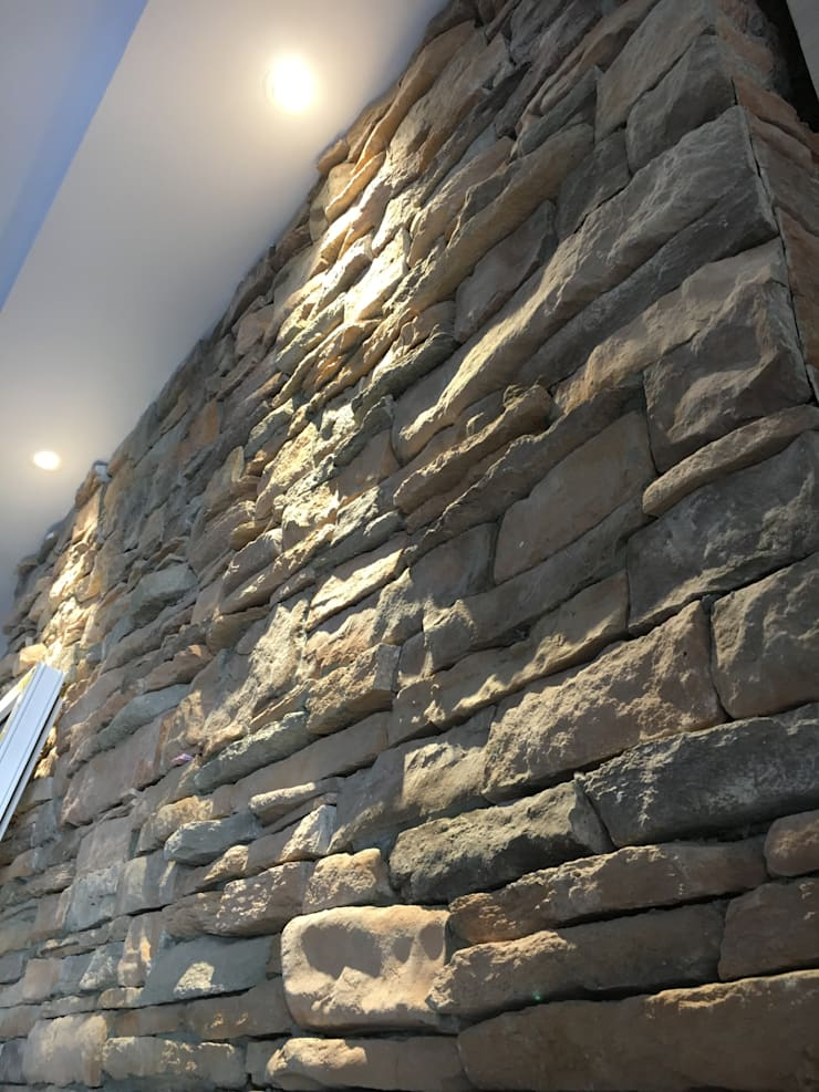 Craftstone & Lighting:  Dinding by Lighthouse Architect Indonesia