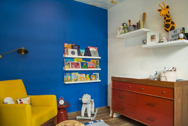 CUARTO BEBÉ COLORES PRIMARIOS : Habitaciones infantiles de estilo  por Ploka 8.7