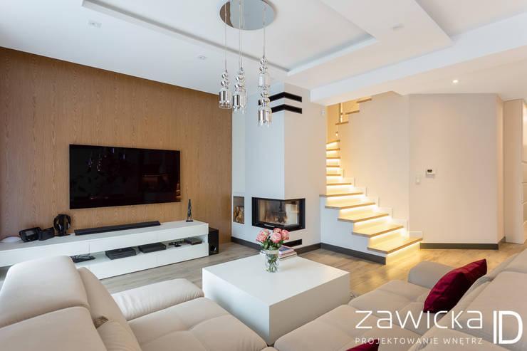 Escadas  por ZAWICKA-ID Projektowanie wnętrz