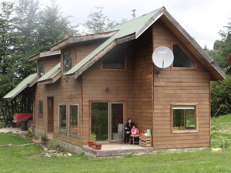 Fachada: Casas de campo de estilo  por casa rural