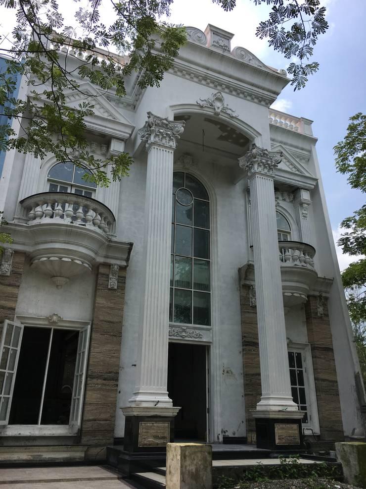 Facade Bangunan:  Rumah by Lighthouse Architect Indonesia