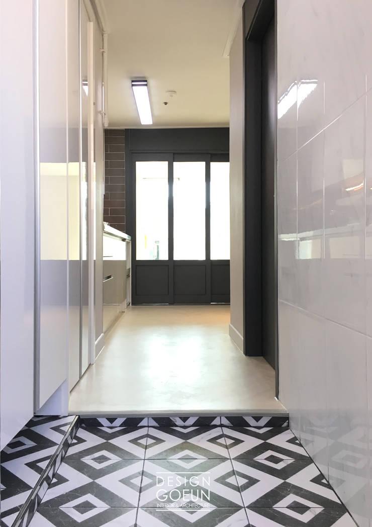 부천 미리내마을 네츄럴 모던하우스: 디자인고은의  복도 & 현관,모던 타일