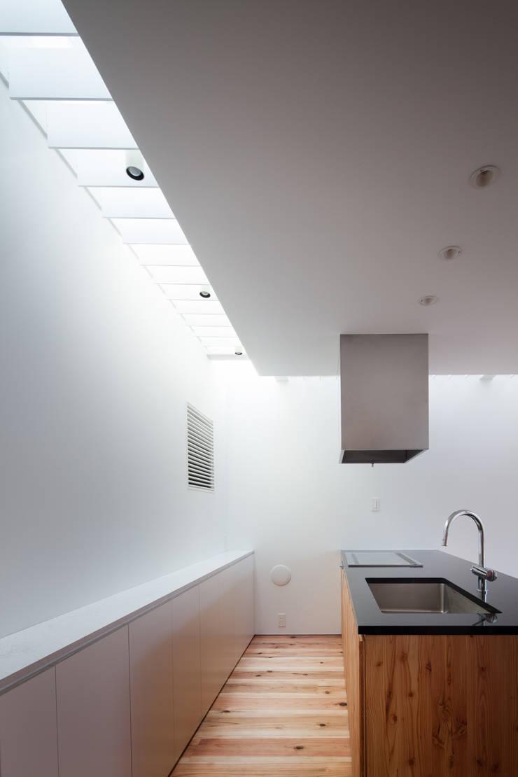 キッチン: 有限会社角倉剛建築設計事務所が手掛けたキッチンです。,