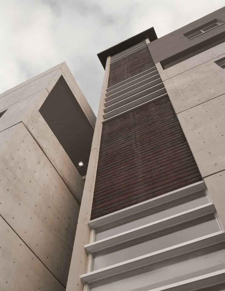 Y.I빌딩: 오종상 건축사의  주택,