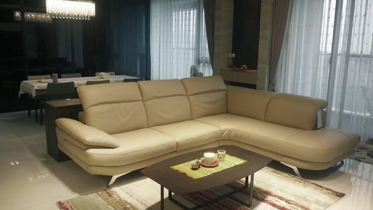 客廳沙發:  客廳 by Gavin室內裝修設計