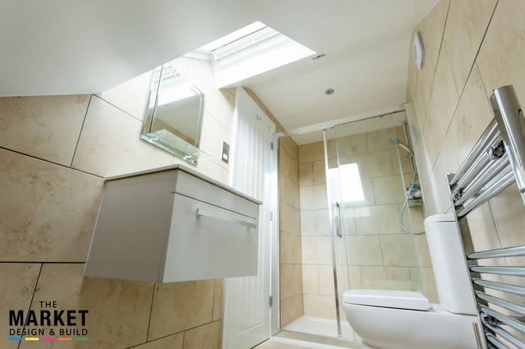 Baños de estilo  por The Market Design & Build