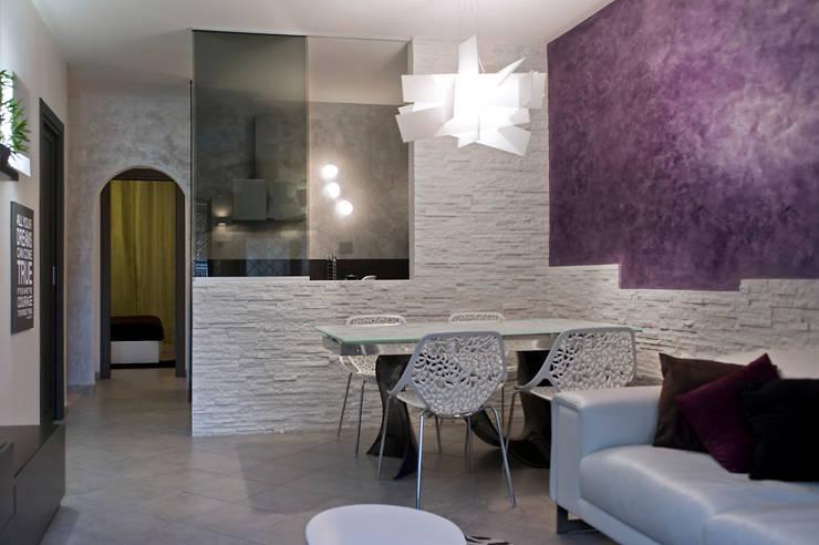 mood per il villino… : Sala da pranzo in stile  di Pamela Tranquilli