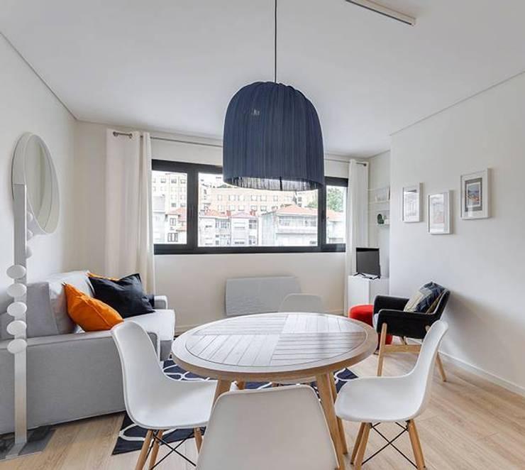 Sala jantar /Sala estar: Salas de estar  por Tangerinas e Pêssegos - Design de Interiores & Decoração no Porto