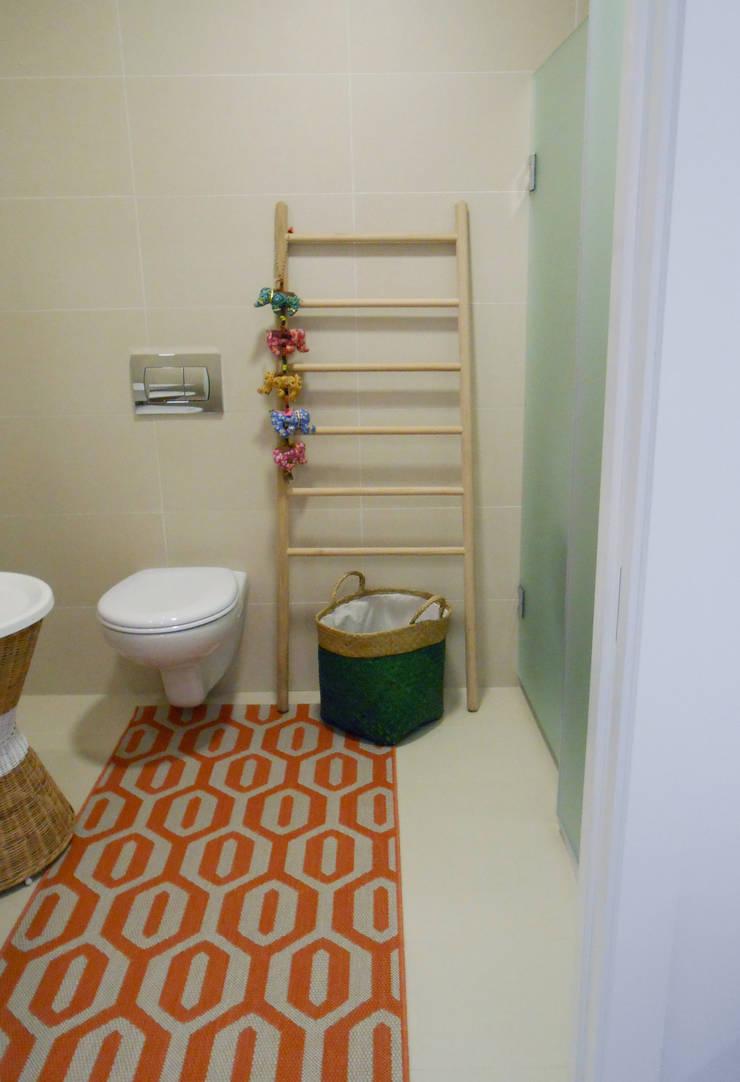 WC: Casas de banho  por Tangerinas e Pêssegos - Design de Interiores & Decoração no Porto
