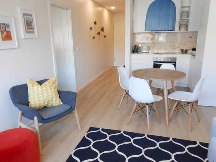 Sala de estar: Salas de jantar  por Tangerinas e Pêssegos - Design de Interiores & Decoração no Porto