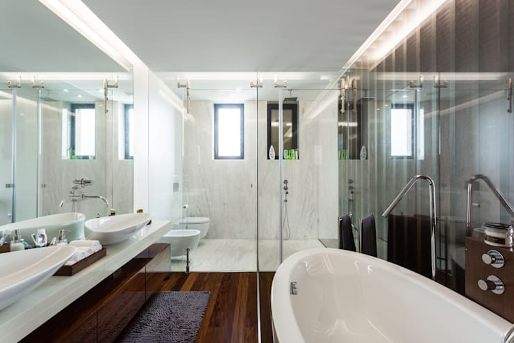 Marta House  - Architecture:  Risco Singular-Arquitectura Lda  Arqº. Paulo Costa e Arqª. Sónia Abreu: Quartos  por Risco Singular - Arquitectura Lda
