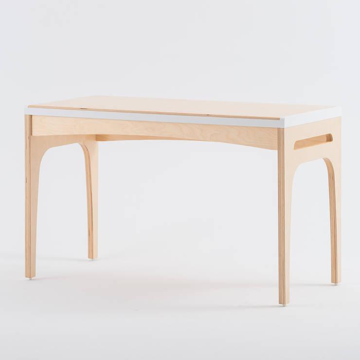 走走工作桌:  書房/辦公室 by GOOZOO DESIGN LTD.