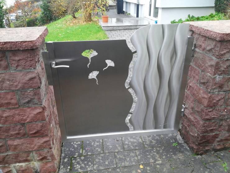 Ginkgo Gartentür:  Vorgarten von Edelstahl Atelier Crouse - individuelle Gartentore