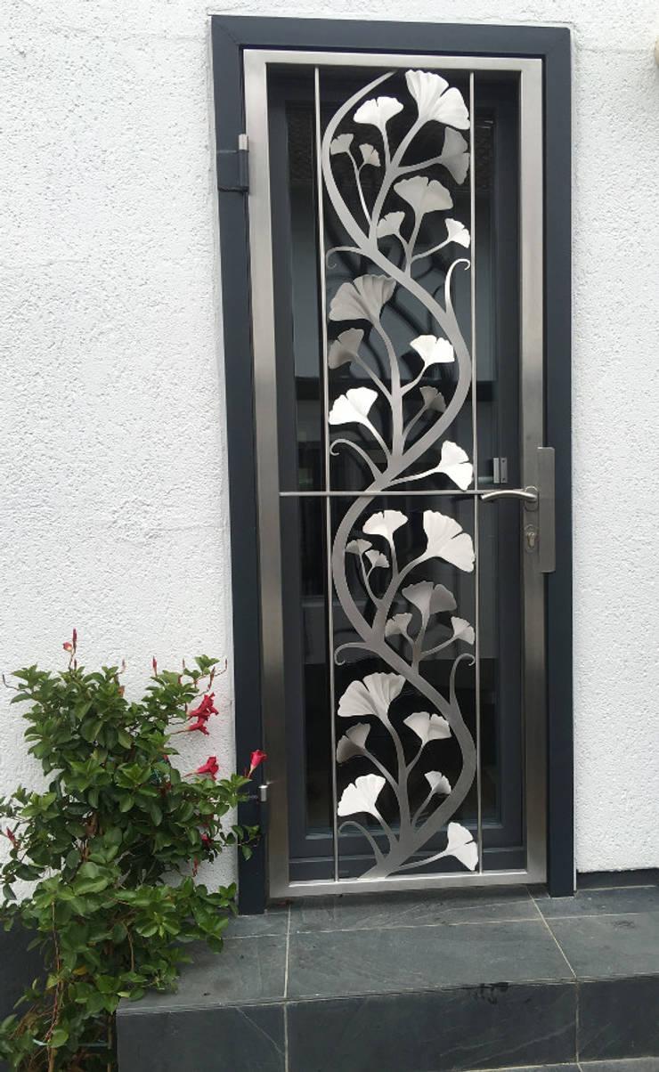 Sicherheit Eingangstür:  Zen garten von Edelstahl Atelier Crouse - individuelle Gartentore