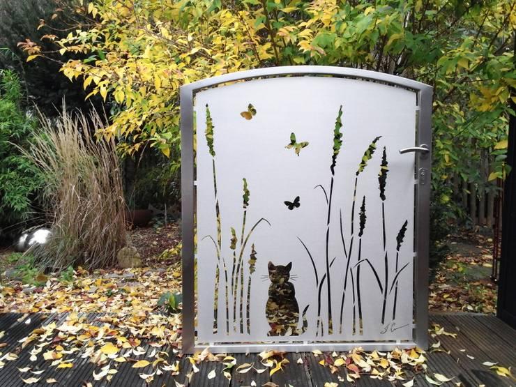 Projekty,  Podwórko zaprojektowane przez Edelstahl Atelier Crouse - individuelle Gartentore