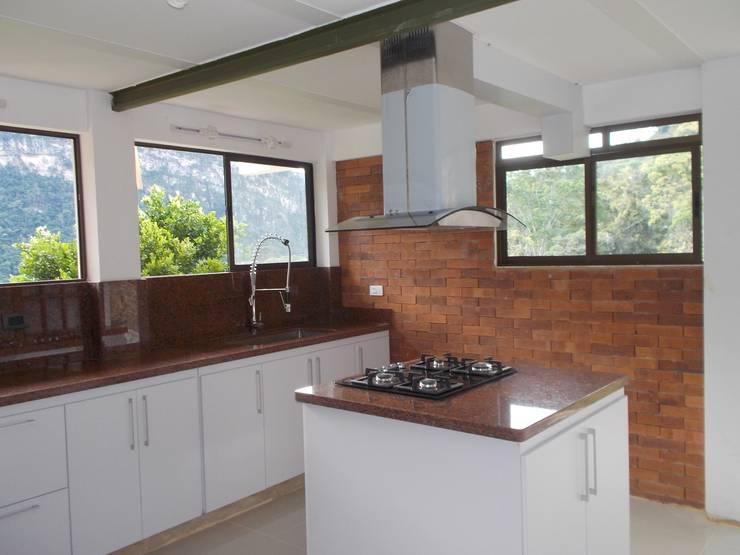Cocinas integrales Hermosas: Cocinas integrales de estilo  por Omar Interior Designer  Empresa de  Diseño Interior, remodelacion, Cocinas integrales, Decoración