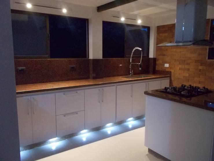 Cocinas integrales Hermosas: Cocinas de estilo  por Omar Interior Designer  Empresa de  Diseño Interior, remodelacion, Cocinas integrales, Decoración