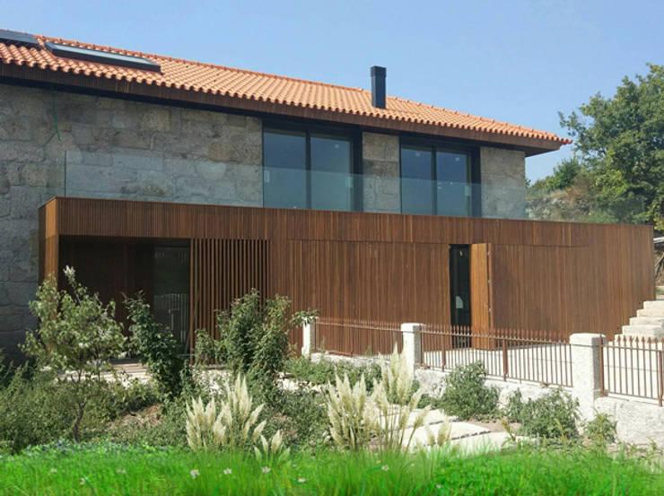 Maison individuelle de style  par Em Paralelo