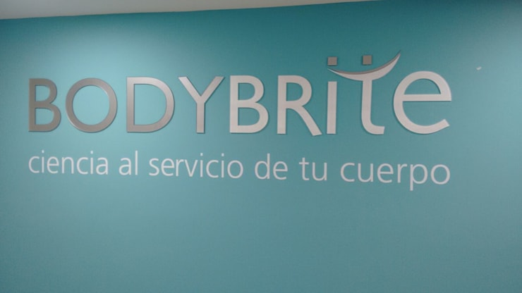 LOCAL COMERCIAL BODYBRITE CENTRO INTERNACIONAL:  de estilo  por DOCTOR SOLUCION COLOMBIA