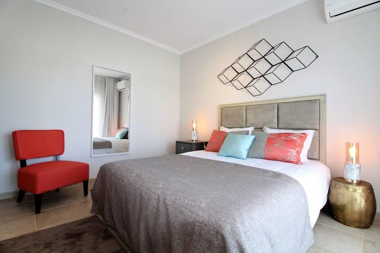 Dormitorios de estilo  por Ana Leonor Rocha