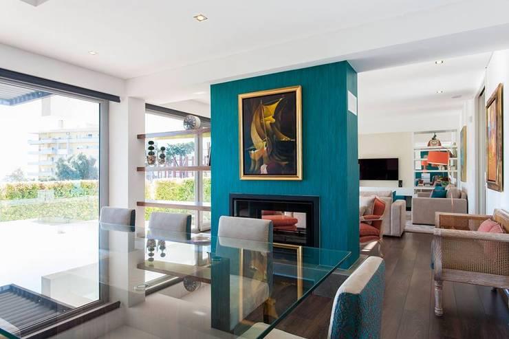 Zona de Refeições: Sala de jantar  por Traço Magenta - Design de Interiores