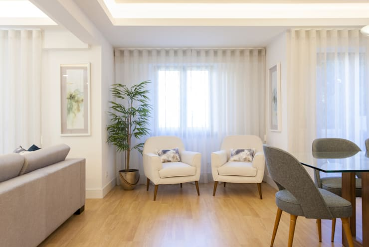 Living room by Traço Magenta - Design de Interiores