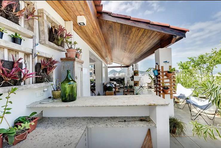 Casas de estilo  por Maria Claudia Faro