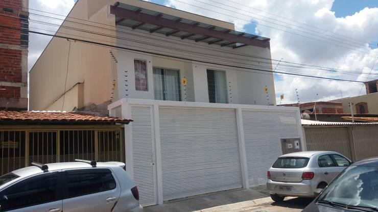 Casas unifamiliares de estilo  por RR Projetos e Serviços