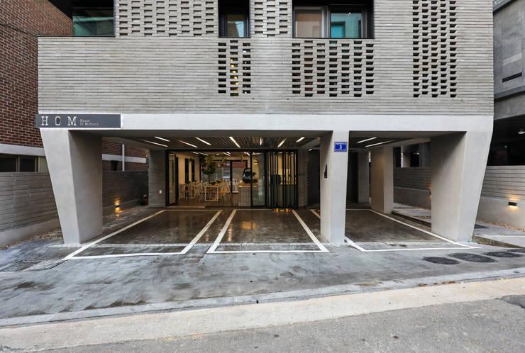 목동 동심원: 소수건축사사무소의  차고,모던