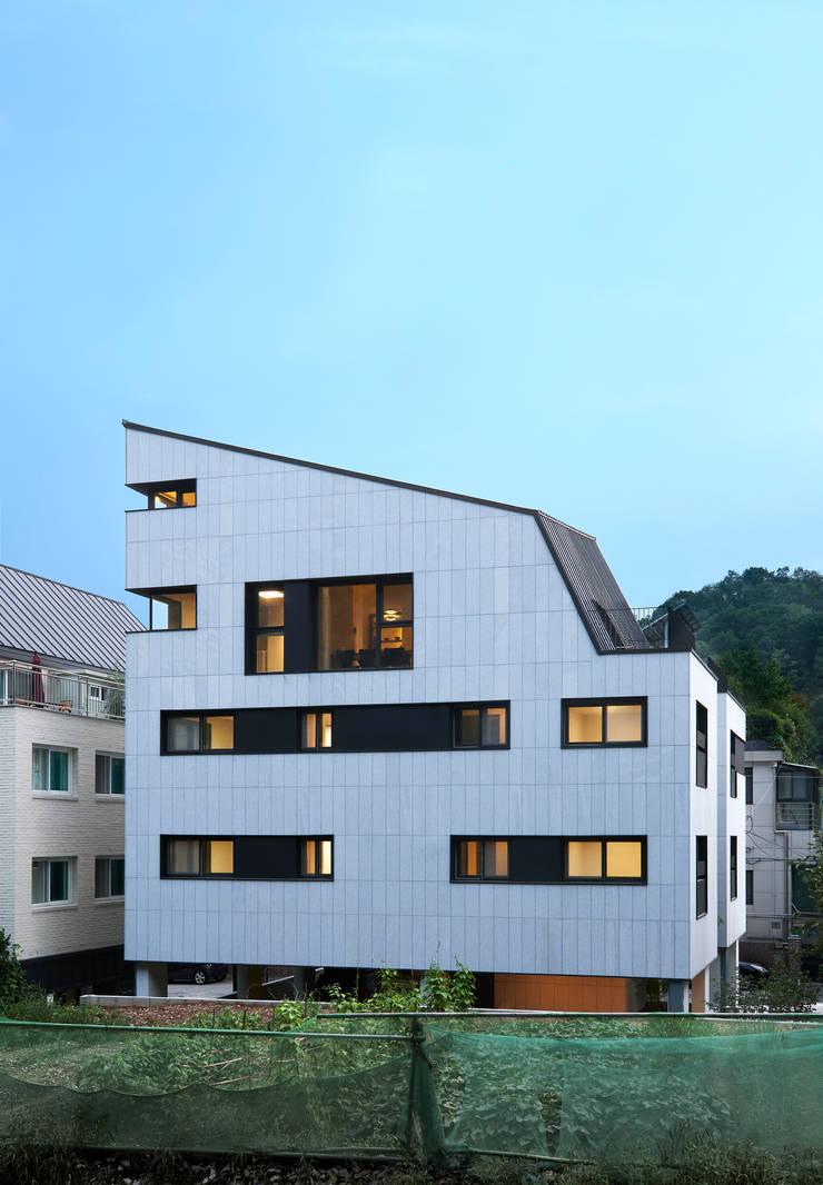 과천 영서현: 소수건축사사무소의  주택