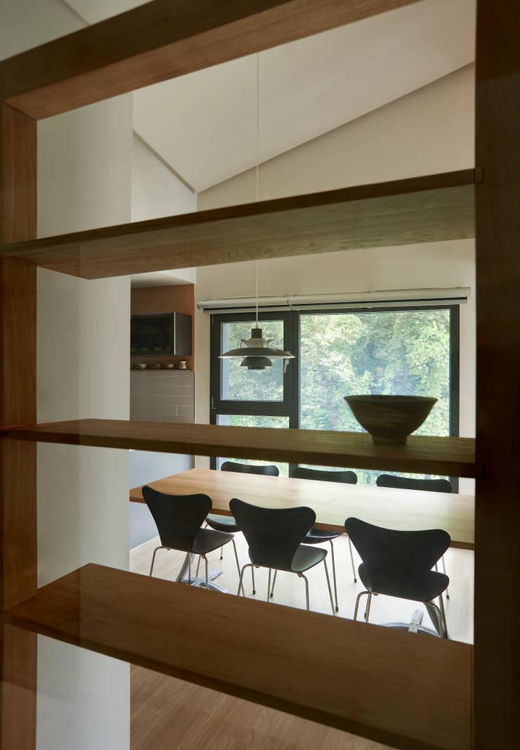 과천 영서현: 소수건축사사무소의  다이닝 룸,모던