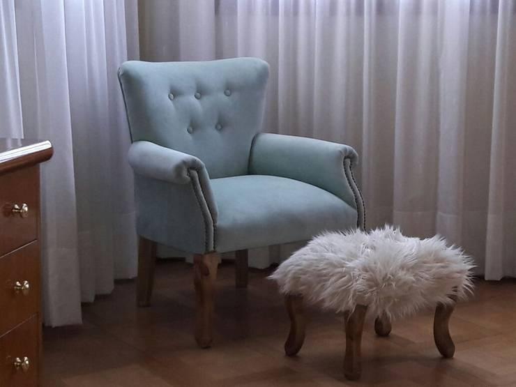 Carmona Queen + Puf peludo: Dormitorios de estilo  por Mica Chapado