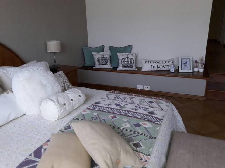 Almohadones de 50x50 : Dormitorios de estilo  por Mica Chapado,