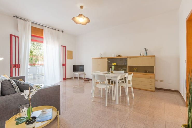 Wohnzimmer von Anna Leone Architetto Home Stager