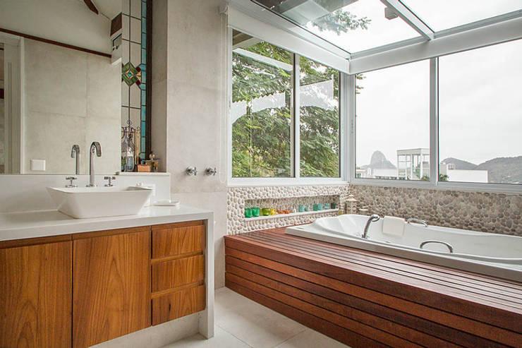 Bathroom by Maria Claudia Faro