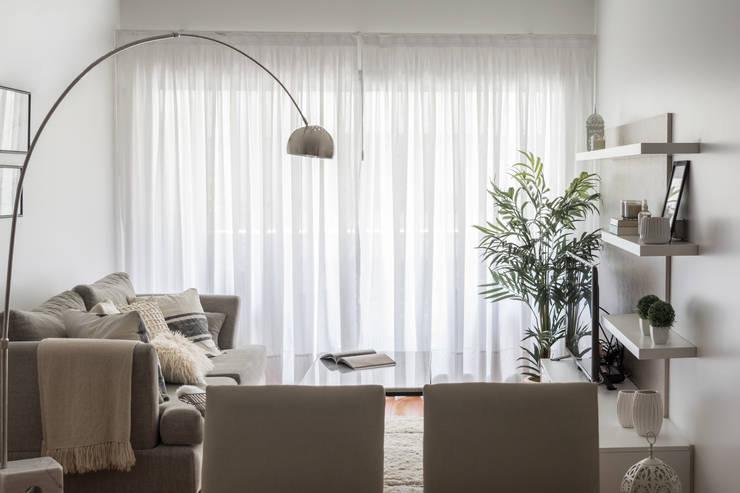Obra Avalos - Diseño Integral Living comedor: Livings de estilo  por Bhavana
