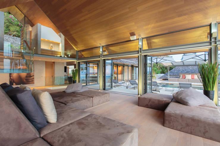 Villa Saengootsa :  Living room by Original Vision, Modern