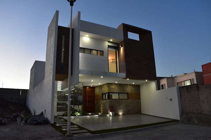 Single family home by DEVELOP ARQUITECTOS