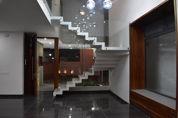 Stairs by DEVELOP ARQUITECTOS