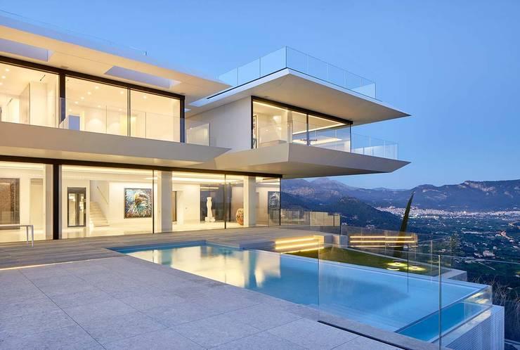 Casas unifamiliares de estilo  por KRION® Porcelanosa Solid Surface