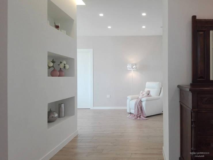 走廊 & 玄關 by Sonia Santirocco architetto e home stager