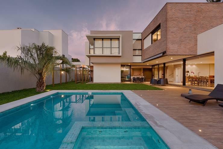 房子 by Guaraúna Revestimentos, 現代風 磚塊