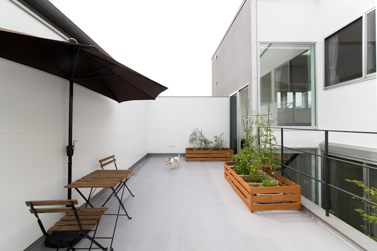 Terrace by ラブデザインホームズ/LOVE DESIGN HOMES, Eclectic