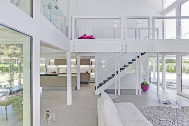 Wellness house near Bremen Salas de estilo moderno de DAVINCI HAUS GmbH & Co. KG Moderno