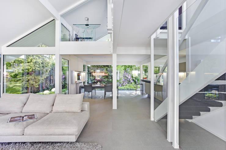 Projekty,  Salon zaprojektowane przez DAVINCI HAUS GmbH & Co. KG