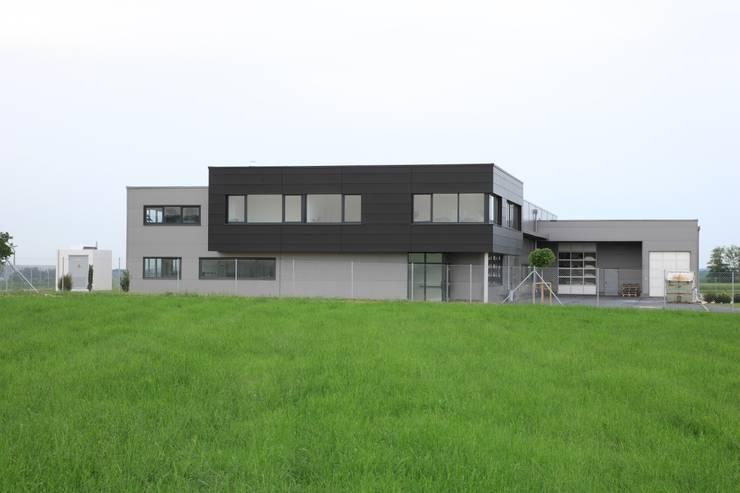 Modern office buildings by Architekturbüro zwo P Modern
