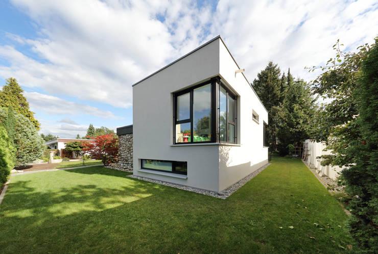 by Architekturbüro zwo P Modern